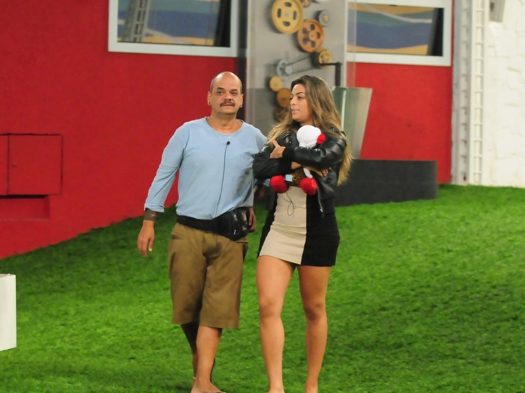 João Carvalho e Monique estão no paredão (16/3/12)