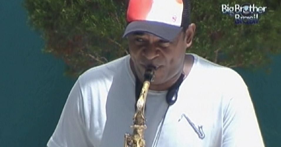 Saxofonista toca para os brothers (17/3/12)