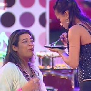 Depois de briga com Jonas, Monique chora em conversa com Kelly e Fabiana (17/3/12)