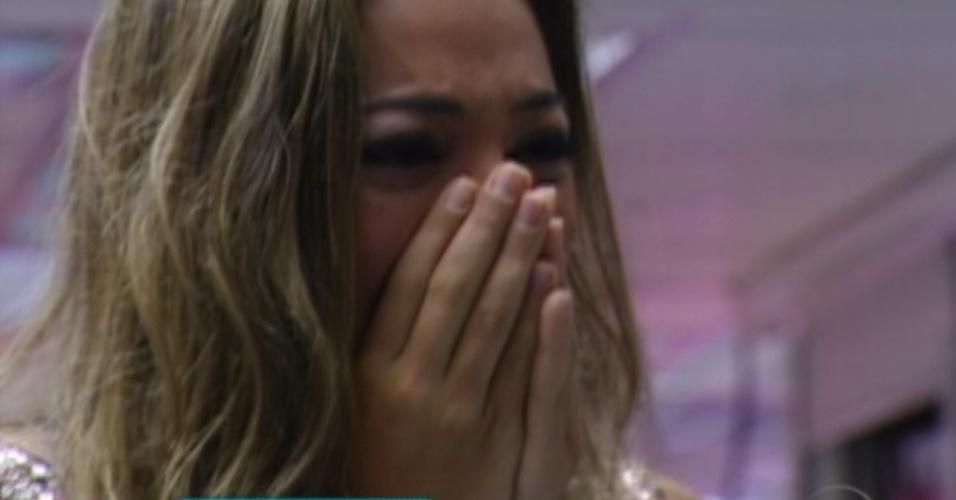 Monique chora antes de ver sua família (18/3/12)