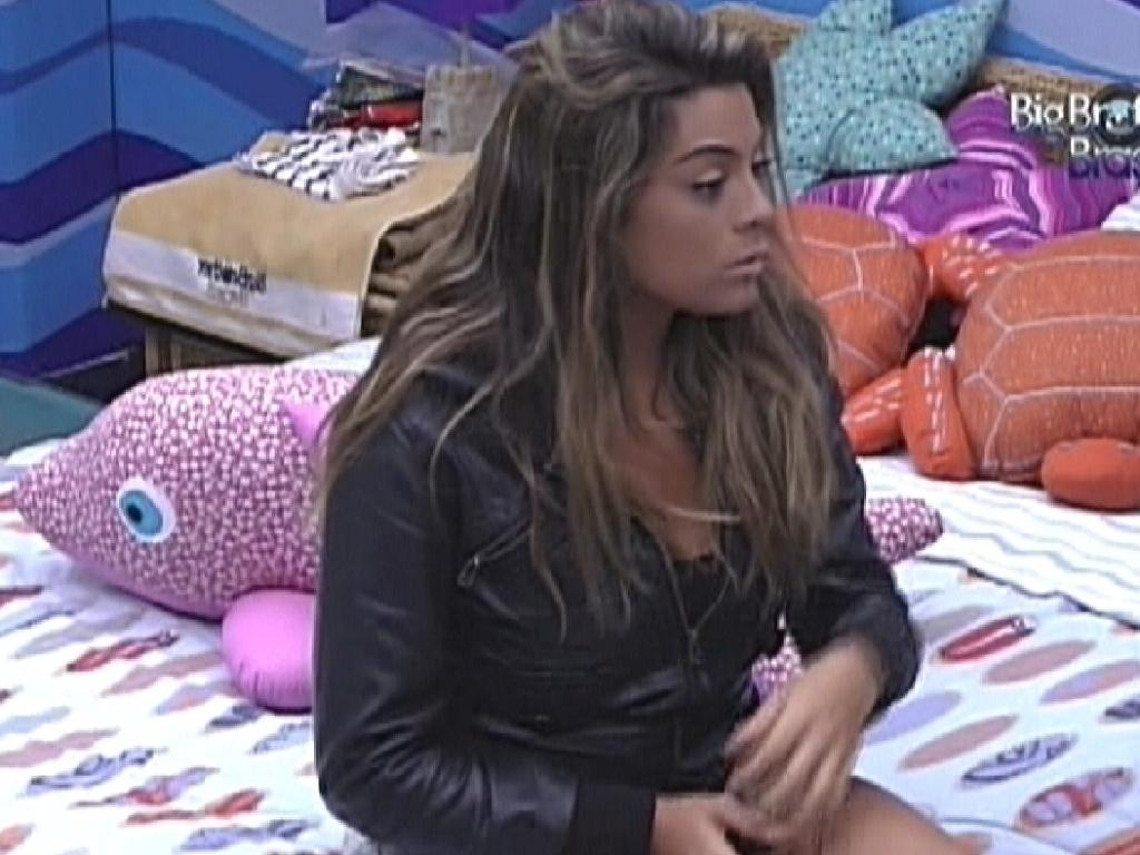 Monique conversa com João Carvalho no quarto Praia (18/3/12)