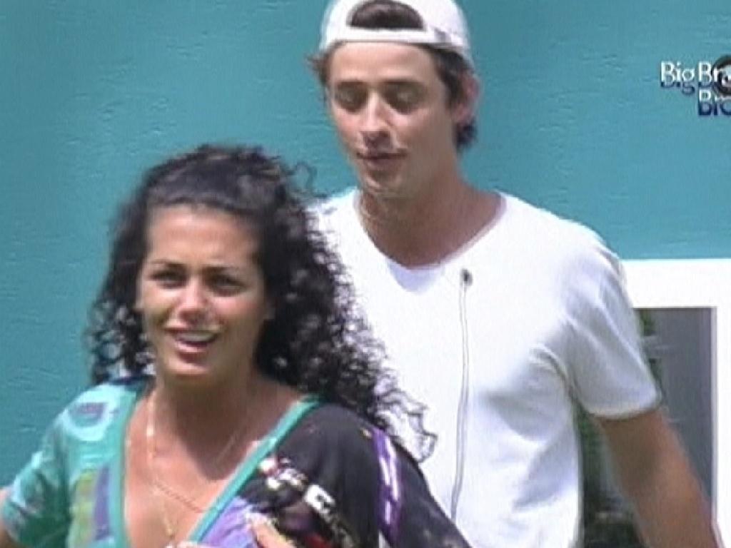 Noemí e Fael voltam de passeio de helicóptero pelo Rio de Janeiro (18/3/12)