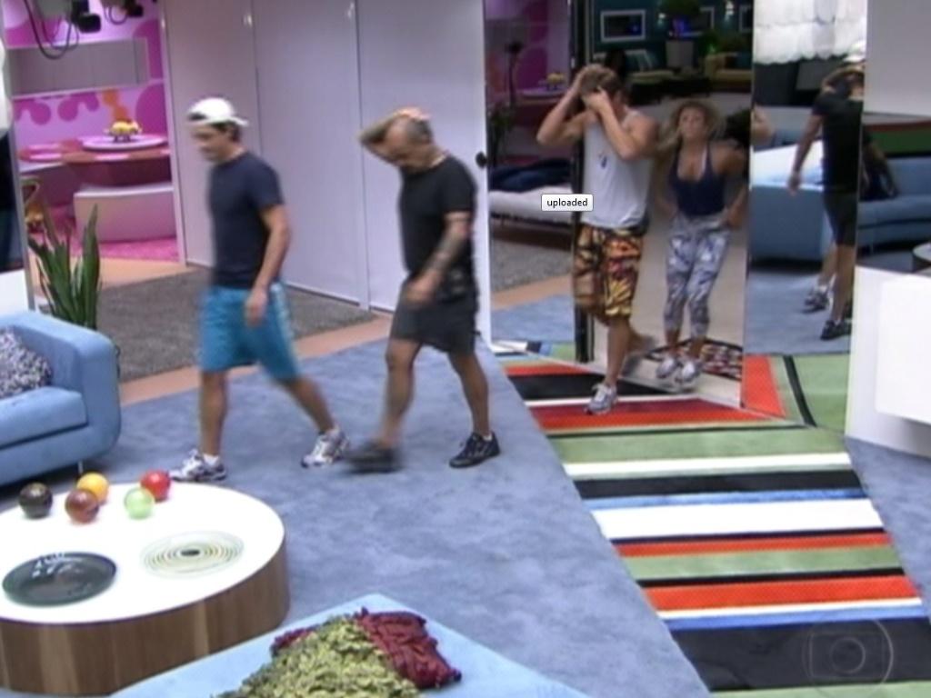 Após indicação de Fabiana, brothers vão para a sala iniciar a votação (19/3/12)