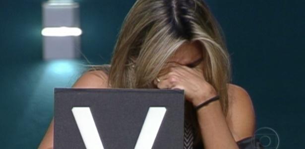 Após vencer prova do líder, Fabiana chora e indica João Carvalho ao paredão (19/3/12)