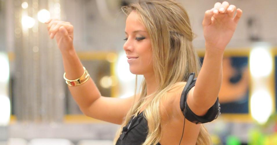 """Fernanda era tímida nas festas do """"BBB10"""", mas se soltou depois de receber uma carta da família avisando sobre o fim do seu namoro"""
