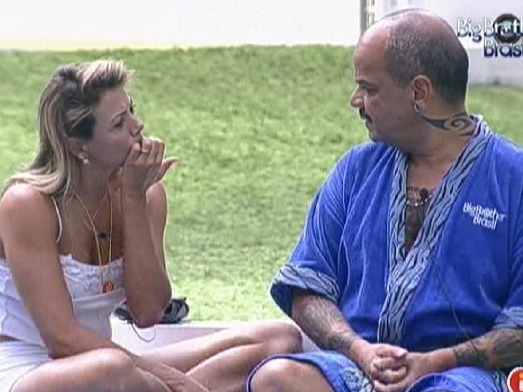 Fabiana e João Carvalho conversam sobre a prova do líder (20/3/12)