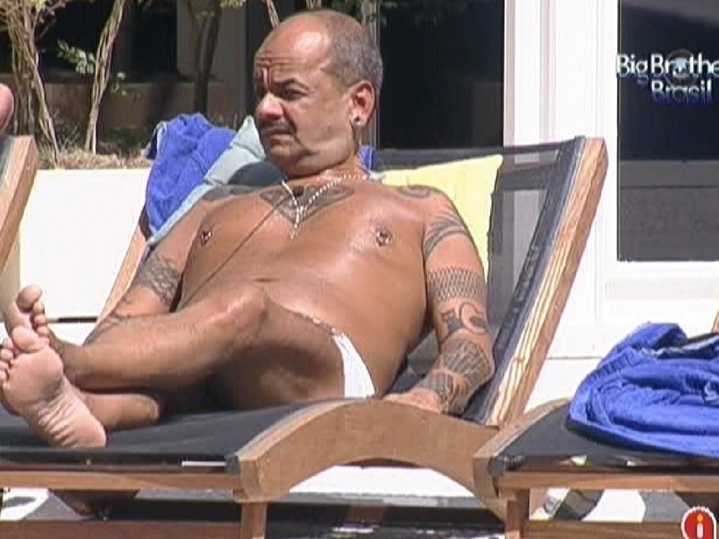 João Carvalho aproveita o sol desta terça-feira (20/3/12)