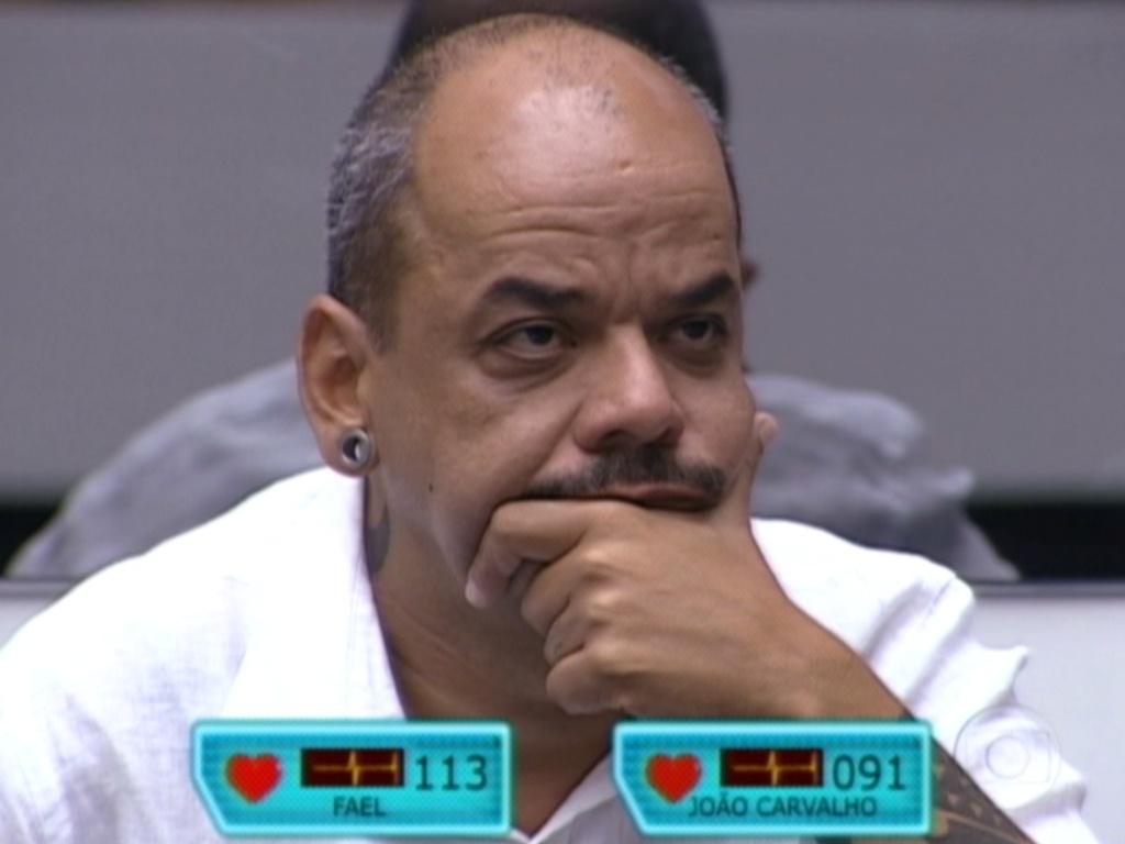 João Carvalho ouve discurso de Pedro Bial (20/3/12)
