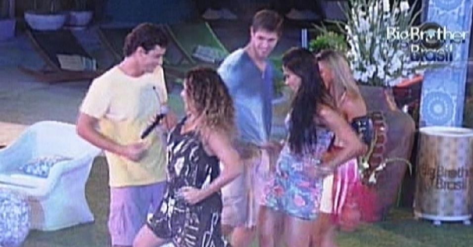 Daniela Mercury dança com os participantes (21/3/12)