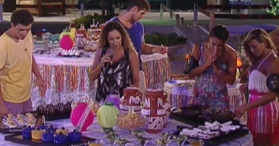 Daniela Mercury prova quitutes da festa junto com os brothers (21/3/12)