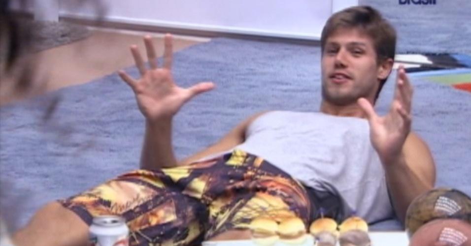 Empolgado, Jonas também demonstrou suas preferências para a espanhola (20/3/12)