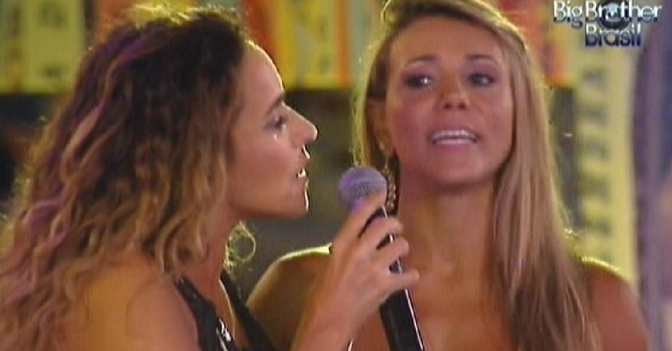 Fabiana canta junto com Daniela Mercury (21/3/12)
