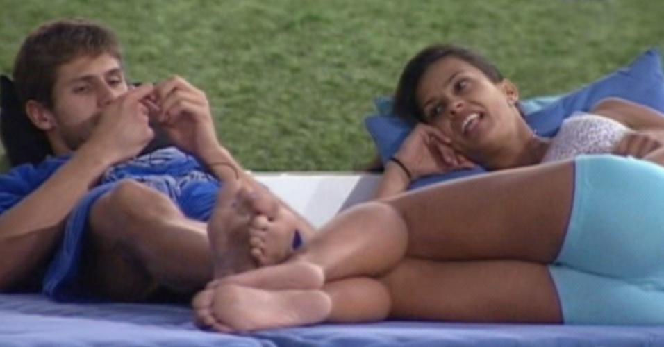Jonas e Kelly conversam na varanda (21/3/12)