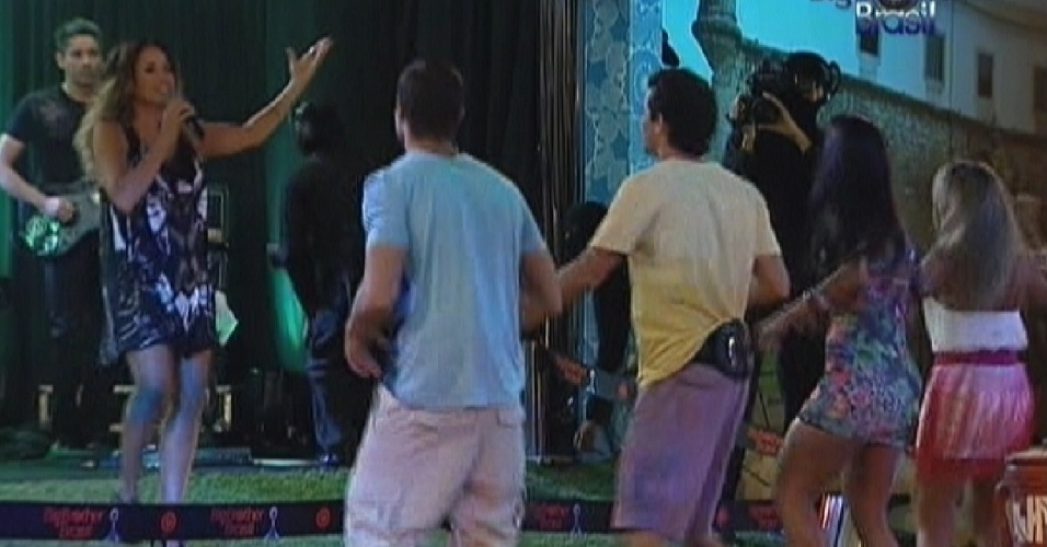 Jonas, Fael, Kelly e Fabiana curtem show de Daniela Mercury (21/3/12)