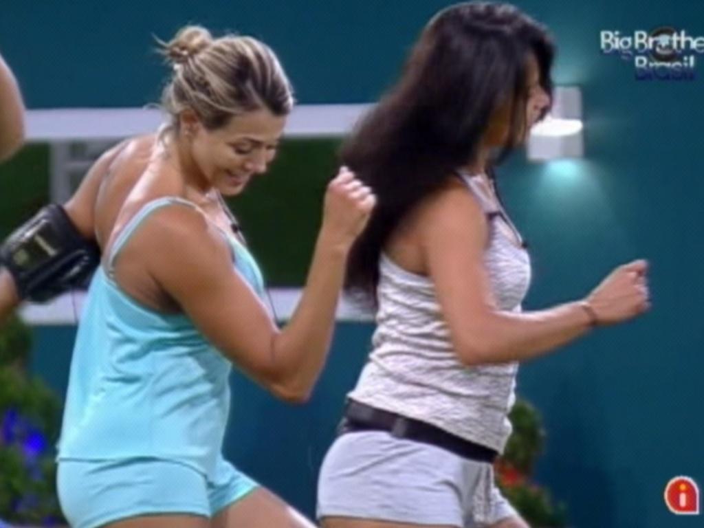 Kelly e Fabiana dançam juntas (21/3/12)