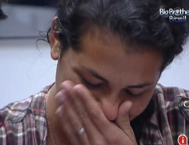 """Noemí chora ao ver fotos da sua participação no """"BBB"""" (21/3/12)"""