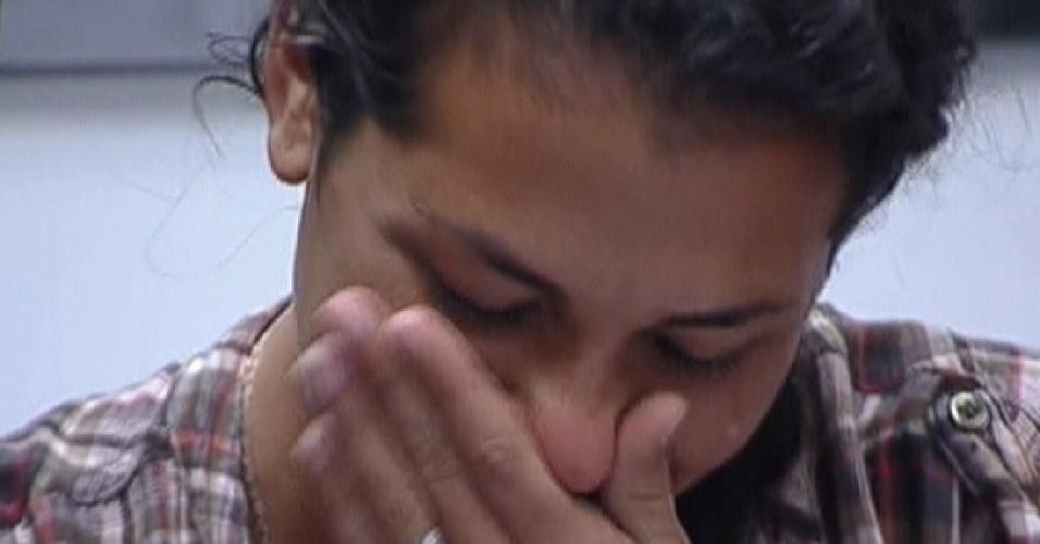 Noemí chora ao ver fotos de sua participação no