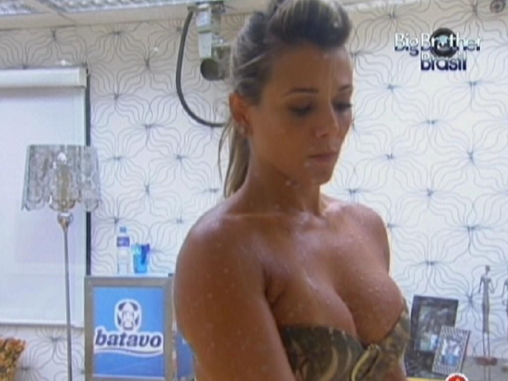 Fabiana conta que está acostumando a tomar banho gelado (22/3/12)