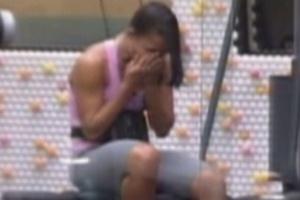 Kelly tem nova crise de choro enquanto se exercita sozinha na academia (22/3/12)