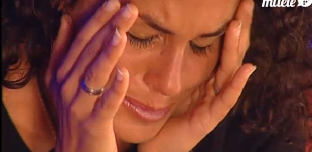 """Noemí chora após encontrar ex-namorado, Paolo, antes de entrar no """"Gran Hermano"""" (22/3/12)"""