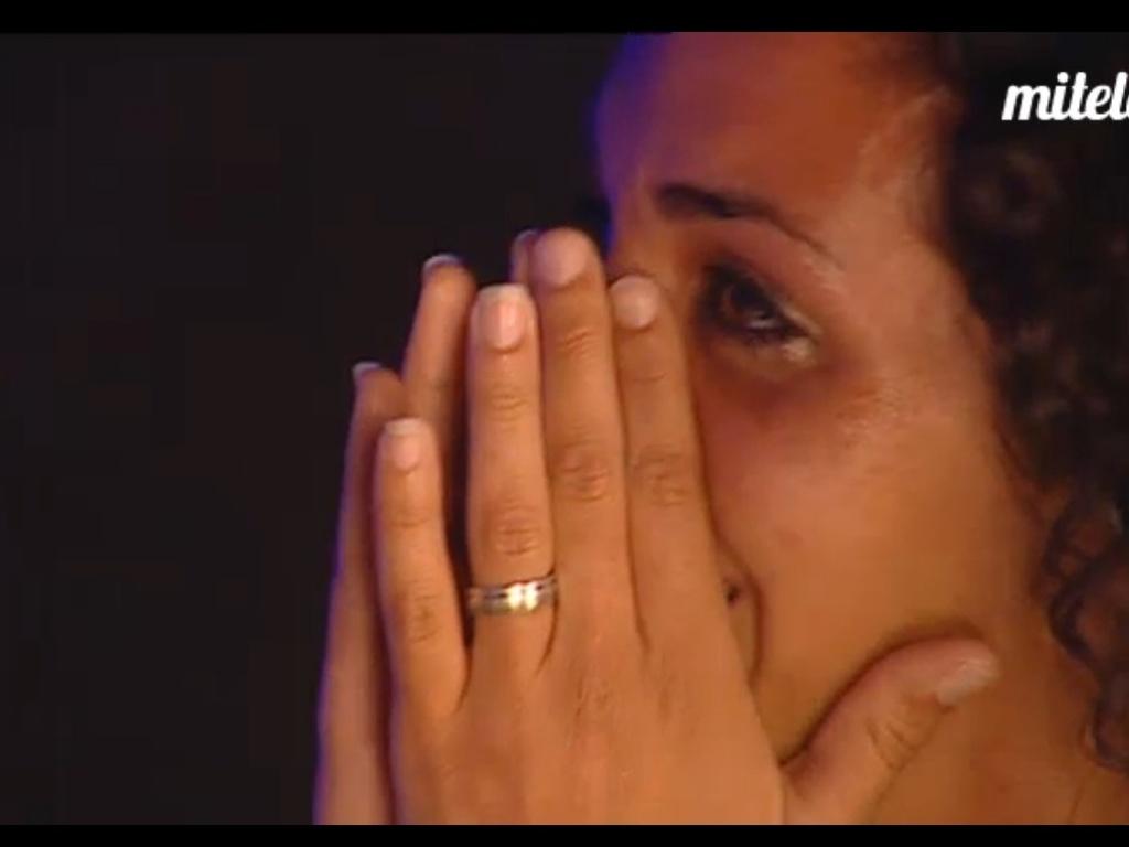 Noemí chora durante conversa com o ex-namorado, Paolo (22/3/12)