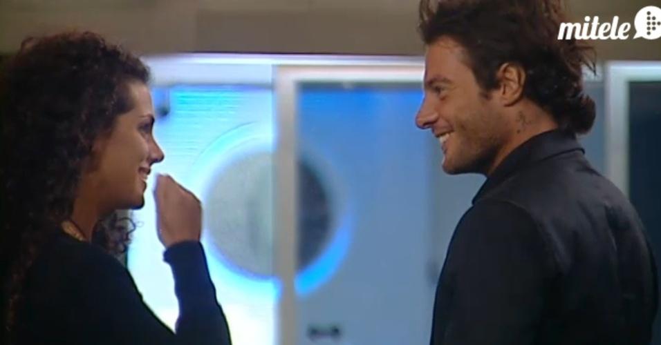 Noemí e Alessandro conversam no retorno da hermana ao reality espanhol (22/3/12)