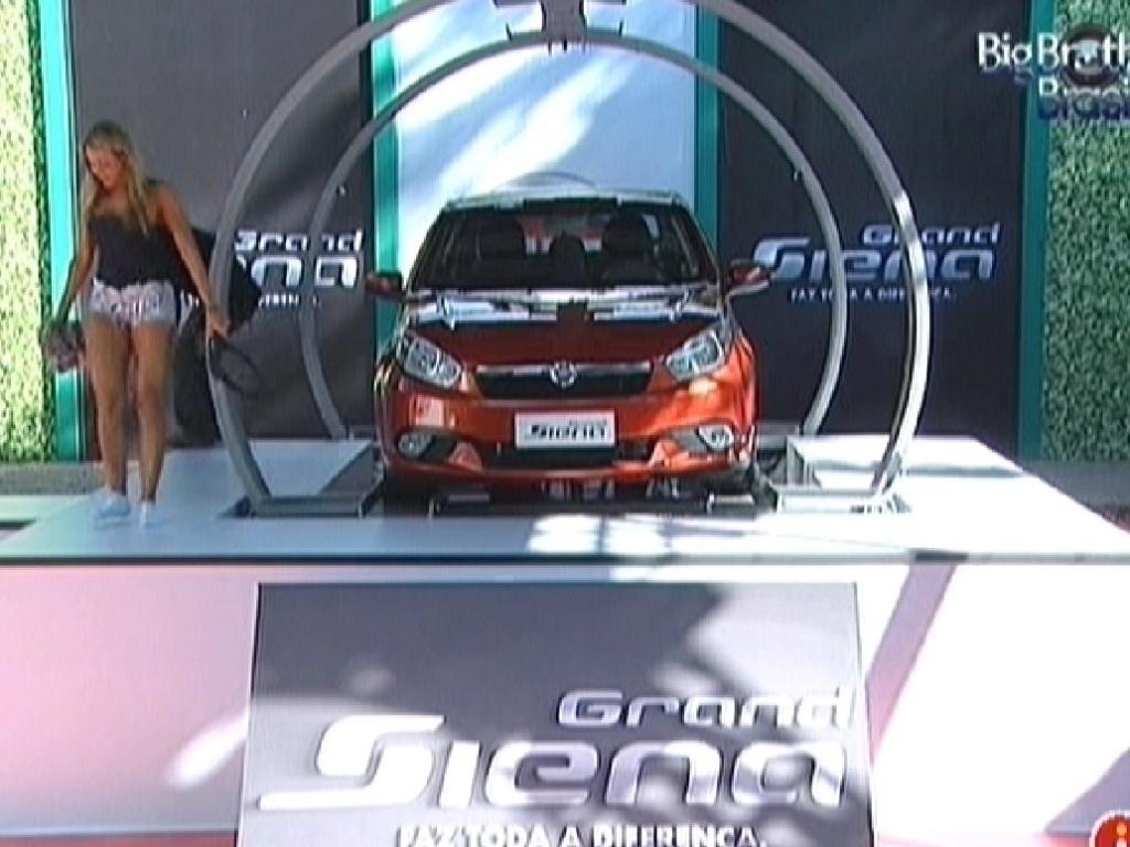 Fabiana é a última a deixar o carro e vence prova do líder (23/3/12)