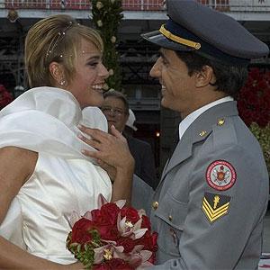 Carolina e Pedro se casam no último capítulo, no ar nesta terça