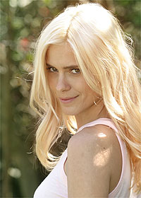 Carol Dieckmann vai fazer aulas de surfe para interpretar uma das protagonistas de Três Irmãs