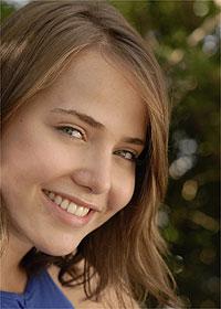 A atriz Letícia Colin, que interpreta a adolescente Viviane em Chamas da Vida