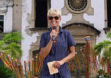 A apresentadora no comando do programa Conexão Xuxa
