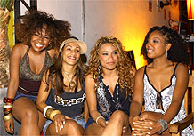 Cindy Mendes, Quelynah, Leilah Moreno e Negra Li, que interpretam as rappers de Antônia