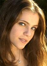 Cecília Dassi interpreta Mirella em <i>Alma Gêmea</i>