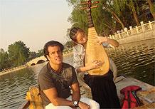Álvaro Garnero em viagem à China para gravação do programa 50 por 1