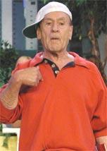 Ronald Golias interpreta Pacífico no humorístico <i>A Praça É Nossa</i>, do SBT