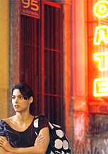 Fernanda Machado grava cena como Joana no bairro da Lapa