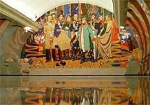 Interior da estação Park Pobedy, em homenagem à vitória dos russos sobre Napoleão em 1812