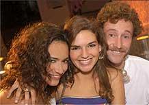 Os atores São José Corrêa, Leonor Feixas e Nuno Pardal