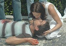 O dr. Marco (Ricardo Pereira) morre em cena de <i>Prova de Amor</i>