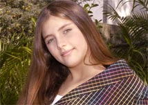 A atriz Tammy Di Calafiori estréia em novelas como Nina de <i>Alma Gêmea</i>