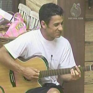 Animado, Leozinho canta música que fez para Caco Ricci (13/01/2010)