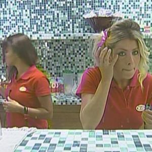 Karina e Cacau se preparam para atividade (13/01/2010)