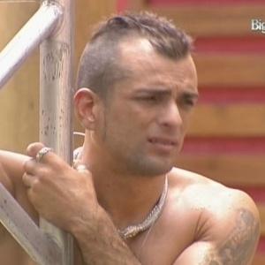 Marcelo Dourado tenta animar Claudia