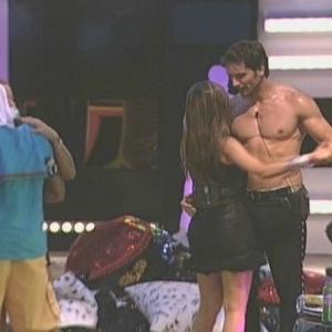 Casal Eliéser e Cláudia dança forró na festa (17/01/10)