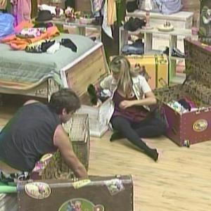 Karina e Mateus já começaram a fazer as malas (17/01/2010)
