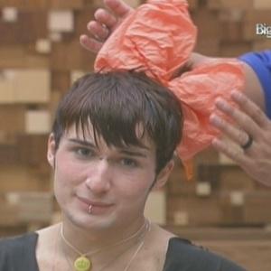 Dicesar faz laço em amigo Serginho (18/01/2010)