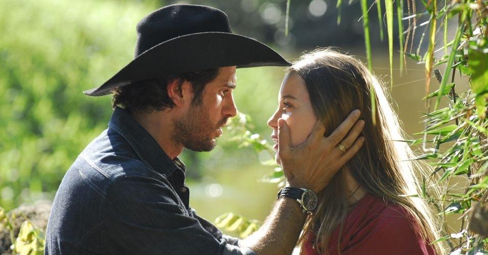 Eriberto Leão e Nathália Dill em cena de