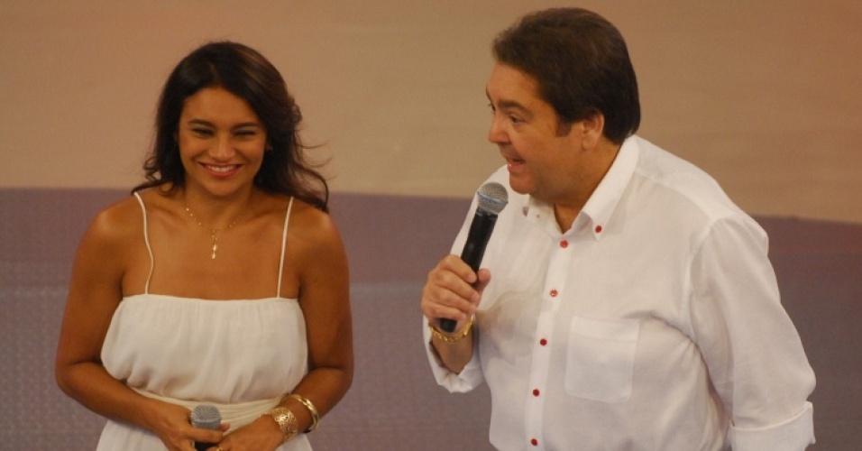 Fausto Silva e Dira Paes no