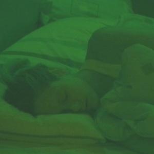 Fernanda dorme profundamente no puxadinho (30/1/10)