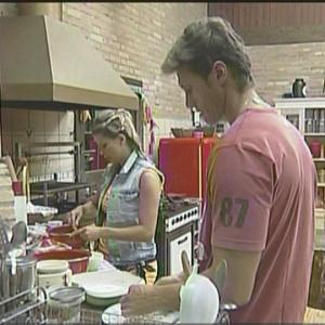 Karina e André fazem bolo na Fazenda